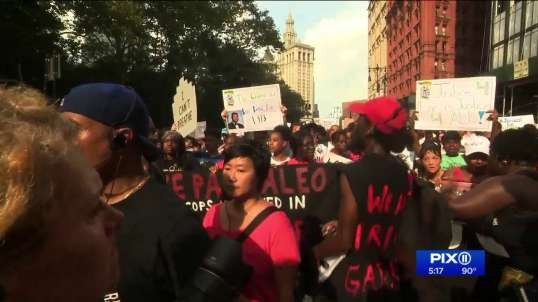 Eric Garner`s family demands justice as officer won`t face federal charges in chokehold death