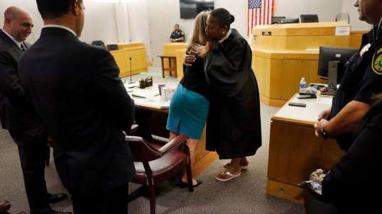Bootlicking Mammie Judge Tammy Kemp Faces Reprimand For Hugging Amber Guyger